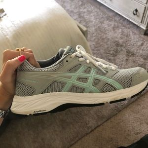 Asics women's size 8 shoes